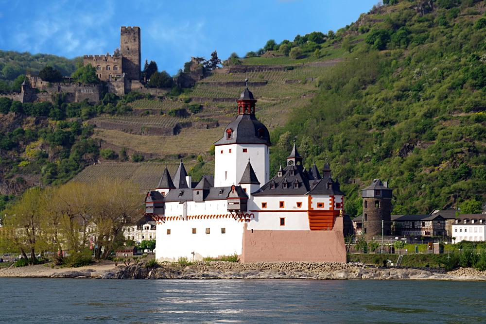 Stadt Kaub mit Burg Gutenfels und Zollburg Pfalzgrafenstein