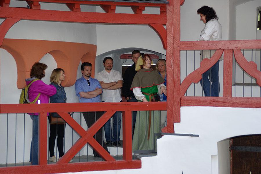 Besuchergruppe auf dem Pfalzgrafenstein